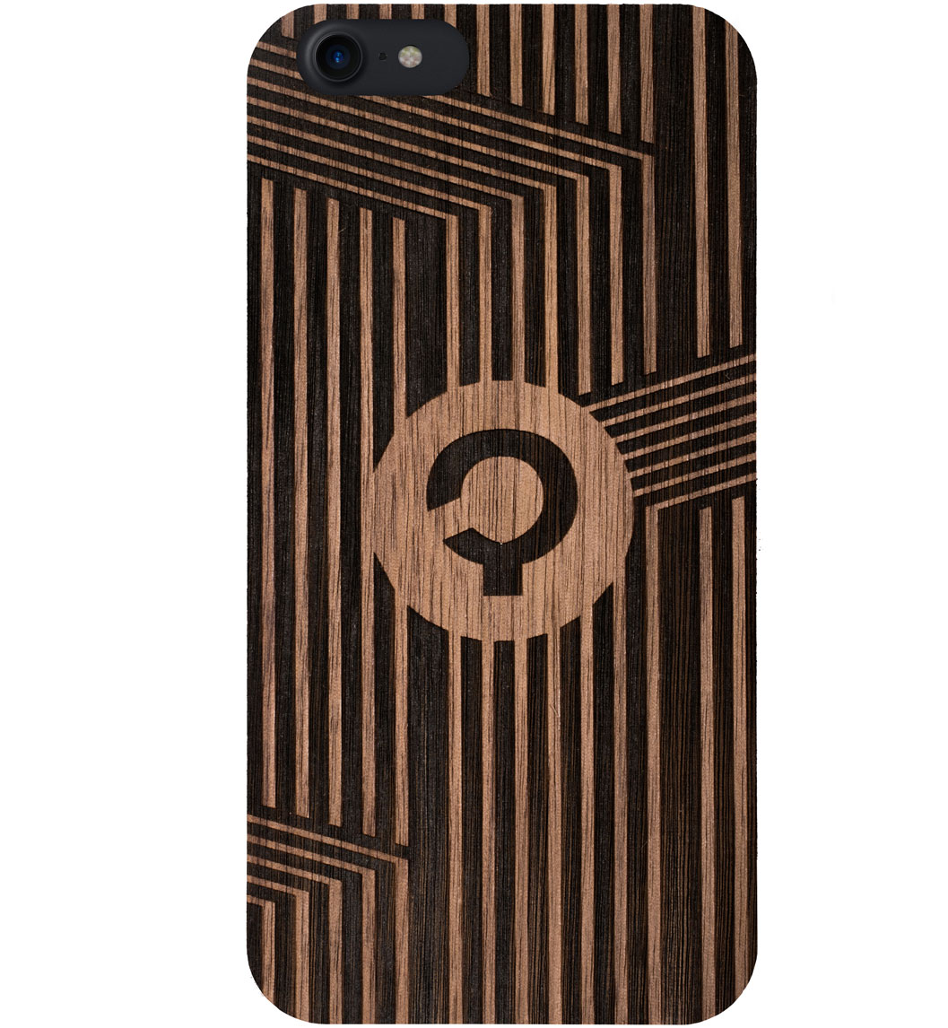 Wooden-case-iPhone7-Orzech-Vertical