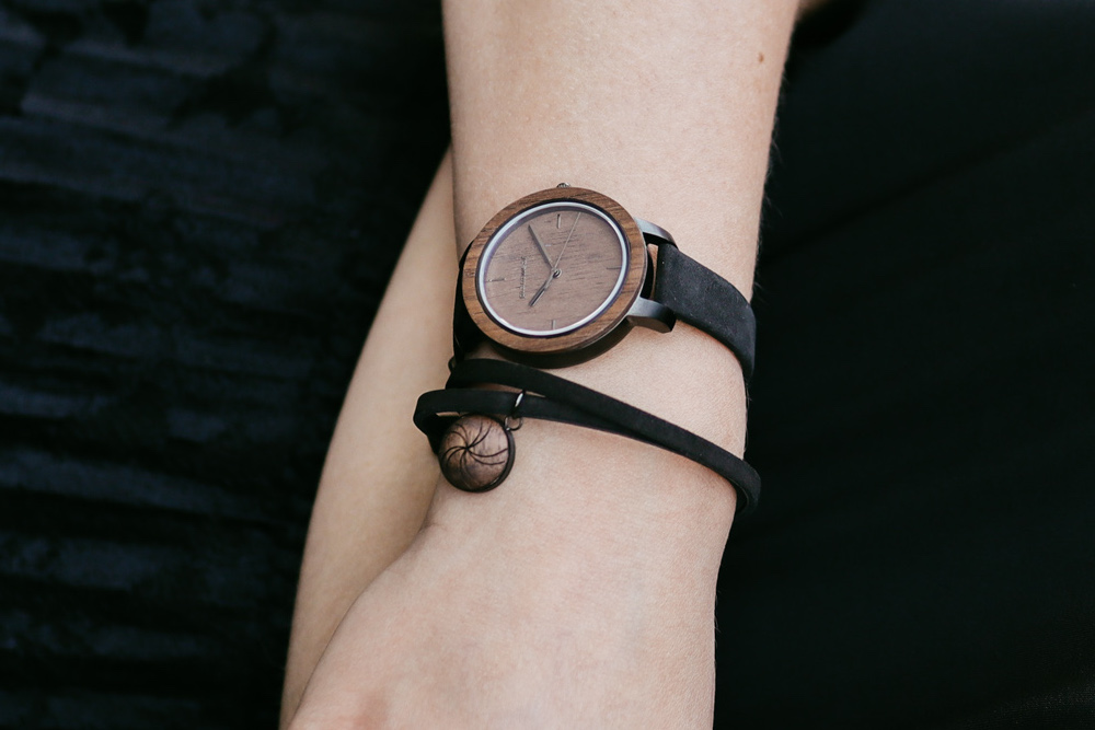 leather bracelet air