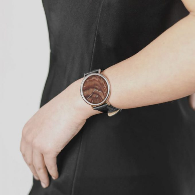 Simplicity has great power! The Watch - Blend - Muscato - Silver - Black Strap proves that originality never goes out of style.